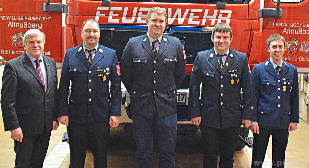 Die Geiersthaler Feuerwehrkommandanten (v.r.) Norbert Ernst (2.) und Stefan Zitzelsberger (1.) von der FFW Linden sowie Martin Fleischmann (1.) und Hans Hauptmann (2.) von der FFW Altnußberg mit 1. Bürgermeister Anton Seidl. −Fotos: M. Wittenzellner